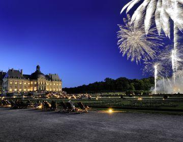 Château de Vaux-le-Vicomte, jardin à la française lors de la soirée aux chandelles, feu d'artifice Jarry-Tripelon / CRT Paris Ile-de-France