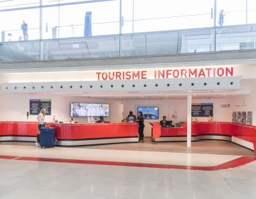 Point Information Tourisme Aéroport d'Orly. C.Helsly / CRT Paris Ile-de-France