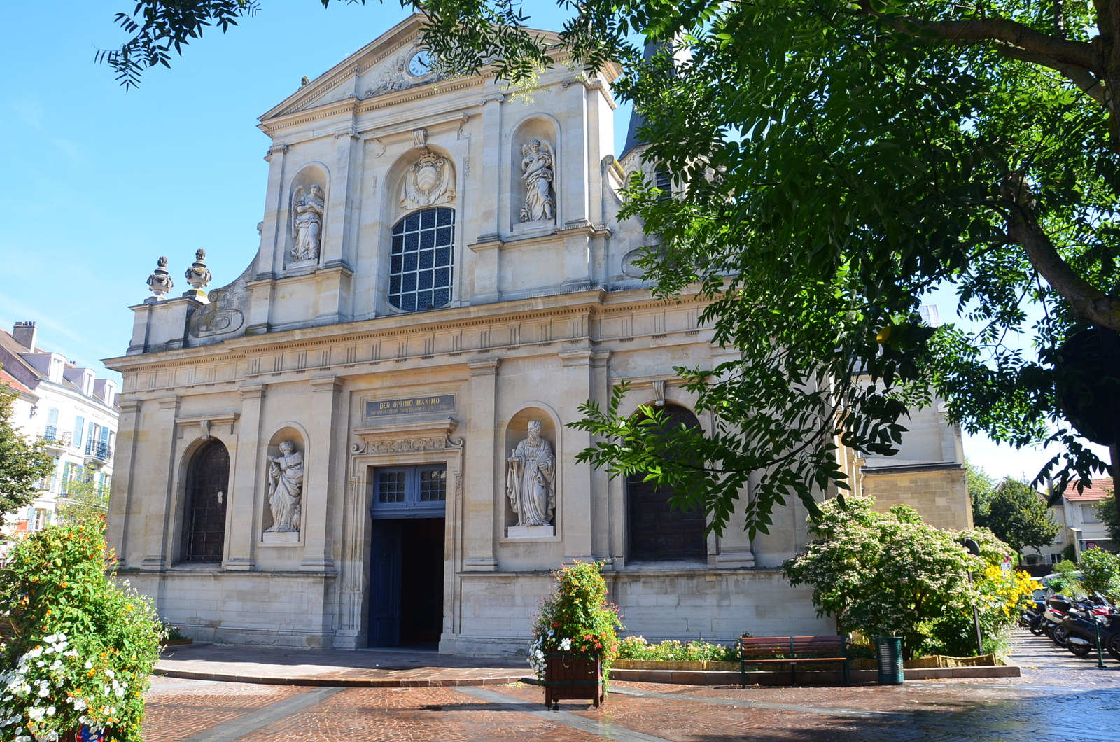 Façade de l'Eglise Saint-Pierre Saint-Paul de Rueil-Malmaison%252C 2012. Office de Tourisme de Rueil-Malmaison