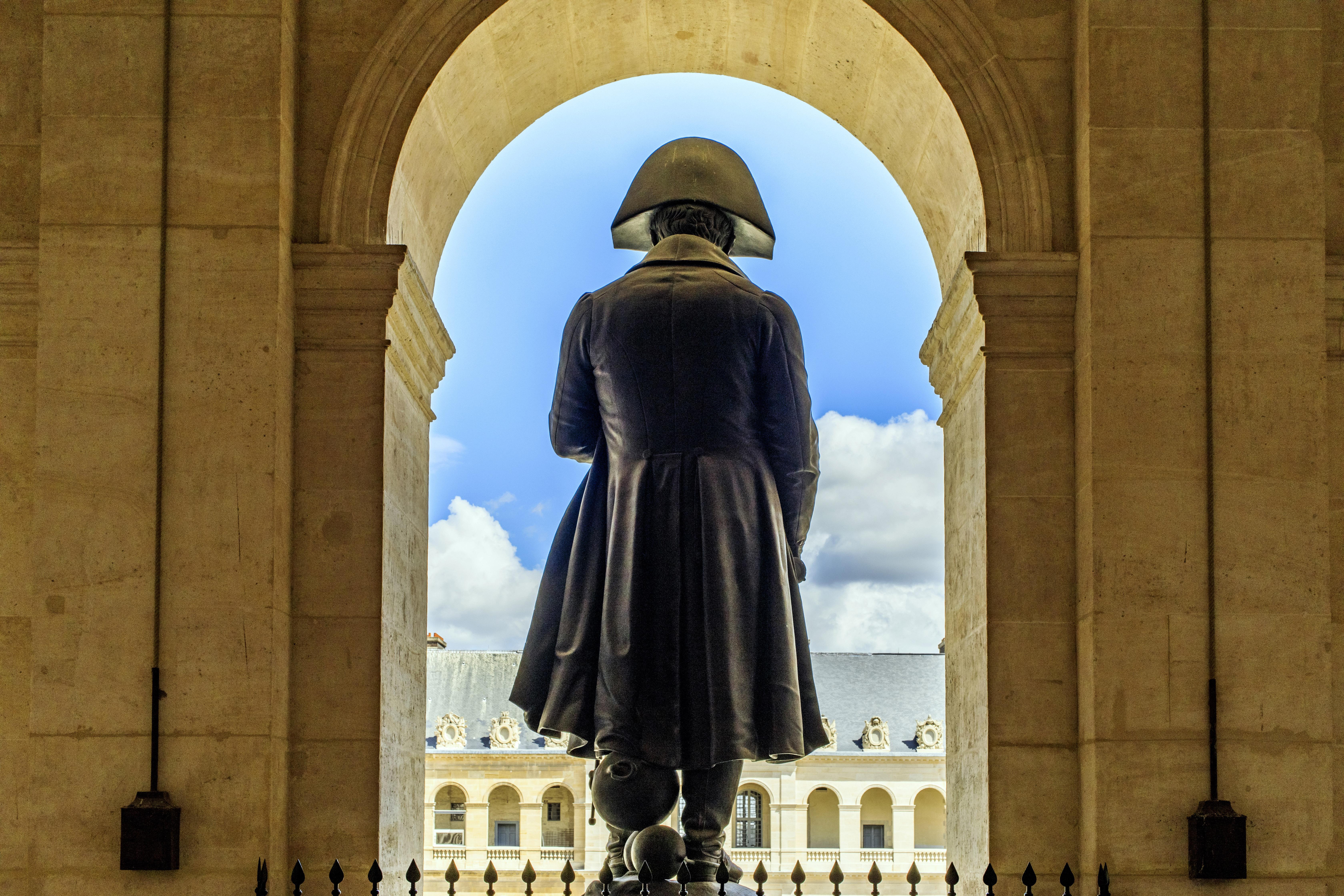 Musée de l'Armée Hôtel national des Invalides%252C statue de Napoléon%252C de dos. Paris 2017. Capelle Tourn %252F Ooshot %252F CRT Paris Ile-de-France