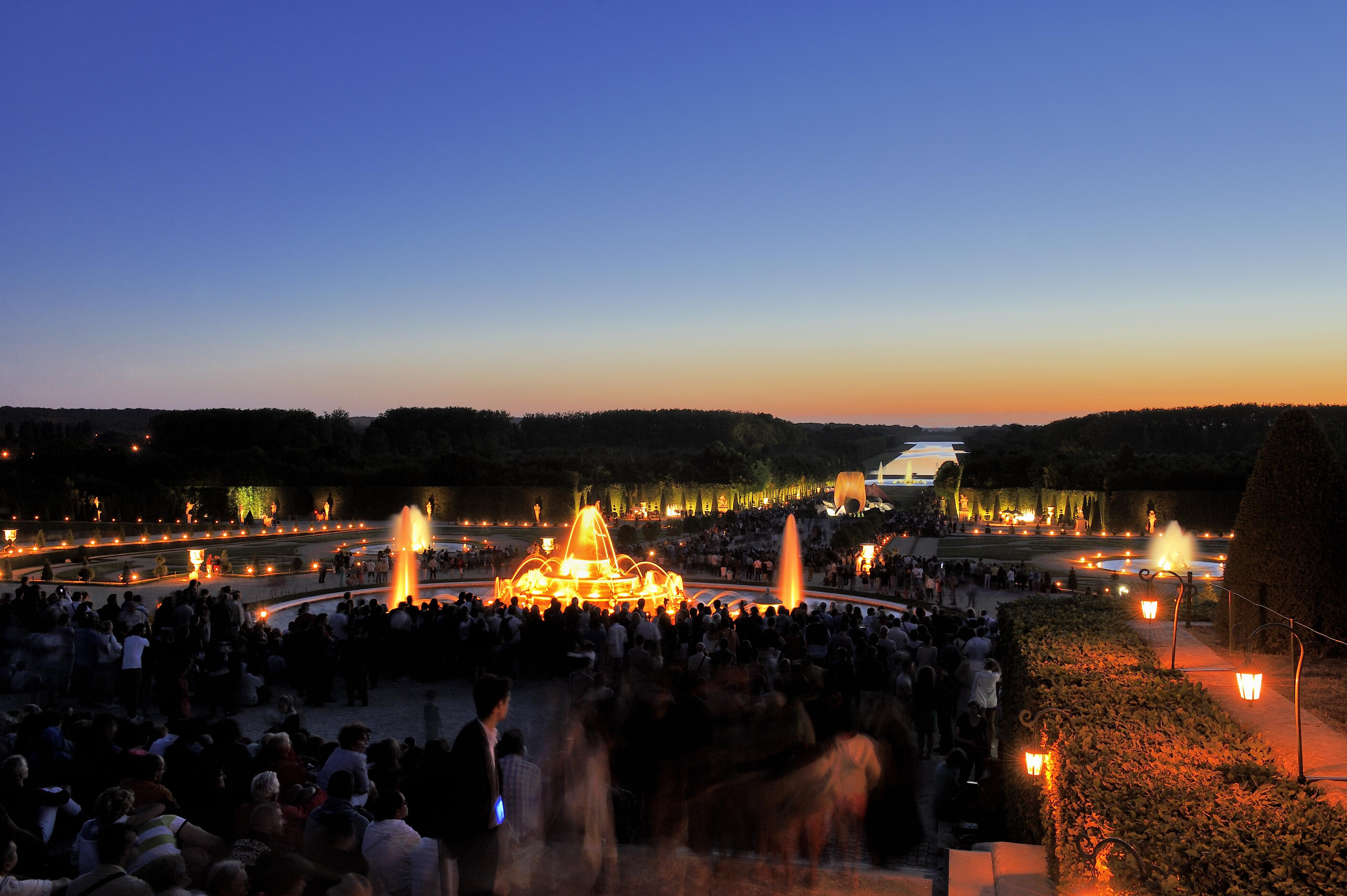 Domaine de Versailles%252C les Jardins durant les Grandes Eaux Nocturnes. Jarry-Tripelon - CRT Paris Ile-de-France