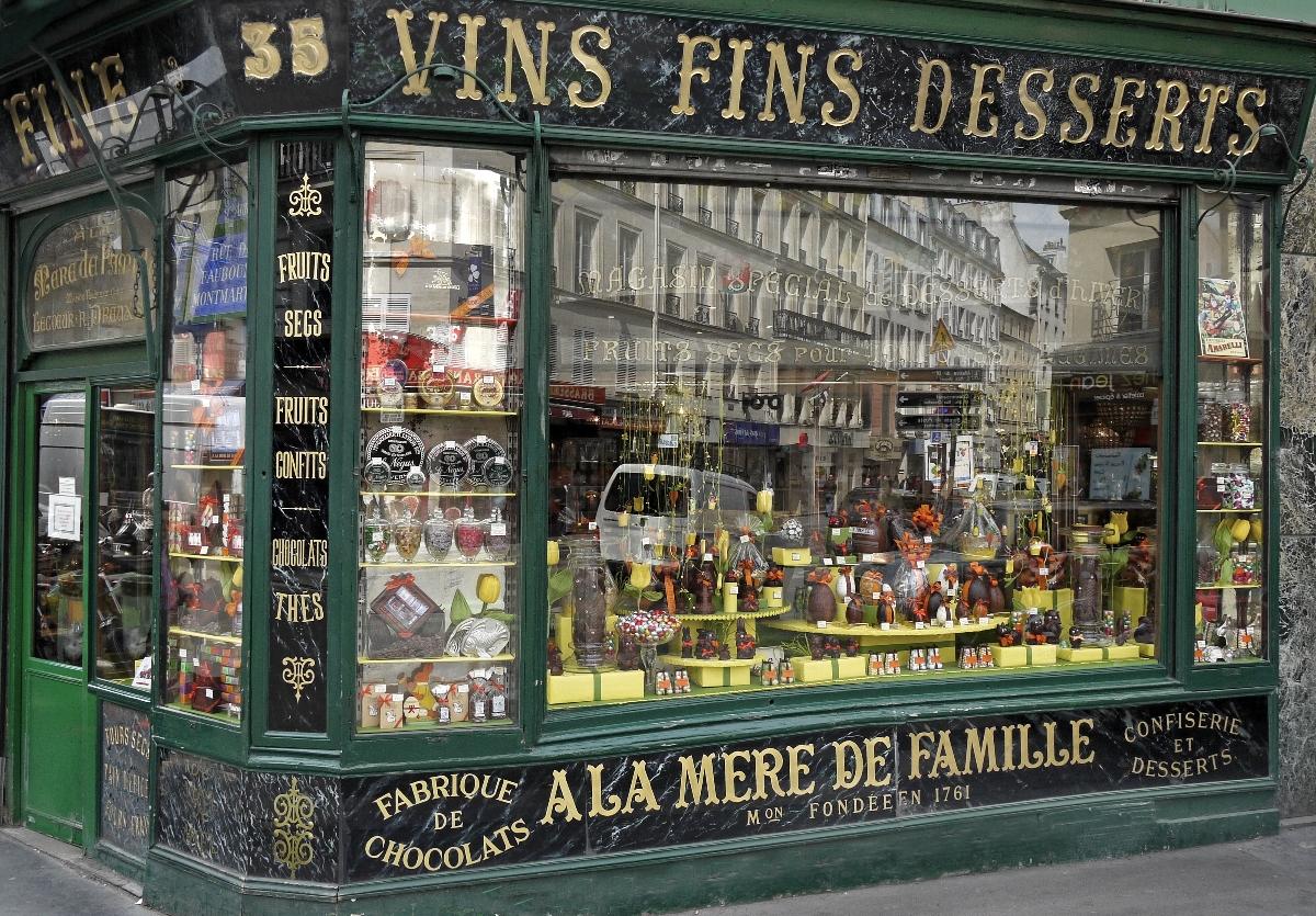 Boutique A la Mère de Famille%252C la plus ancienne chocolaterie de Paris.   A La Mère de Famille