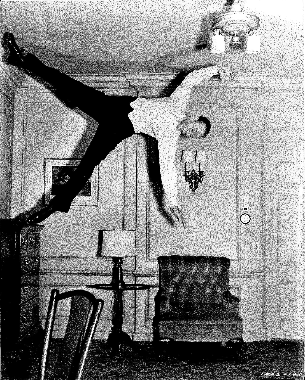 Fred Astaire dans Mariage royal (Royal Wedding)%252C réal. Stanley Donen%252C 1951. Droits réservés.