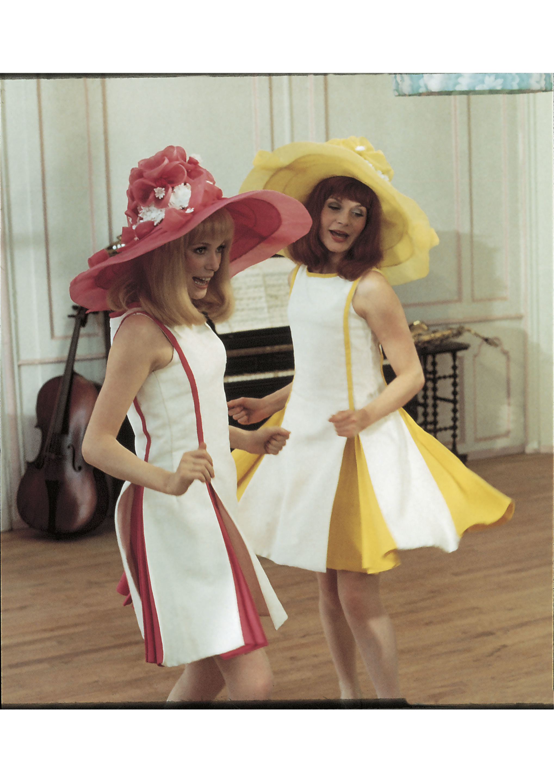 Françoise Dorléac et Catherine Deneuve dans Les Demoiselles de Rochefort Photo Hélène Jeanbrau © Ciné Tamaris.