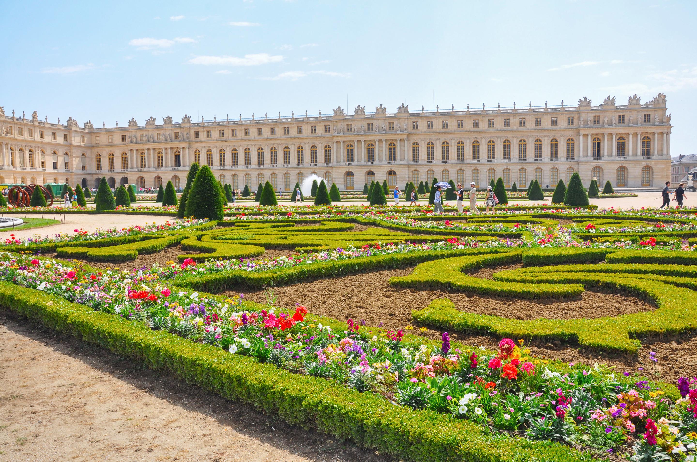 Château de Versailles%252C jardins à la française%252C 2011. ©Olga Tselik%252FStock Adobe