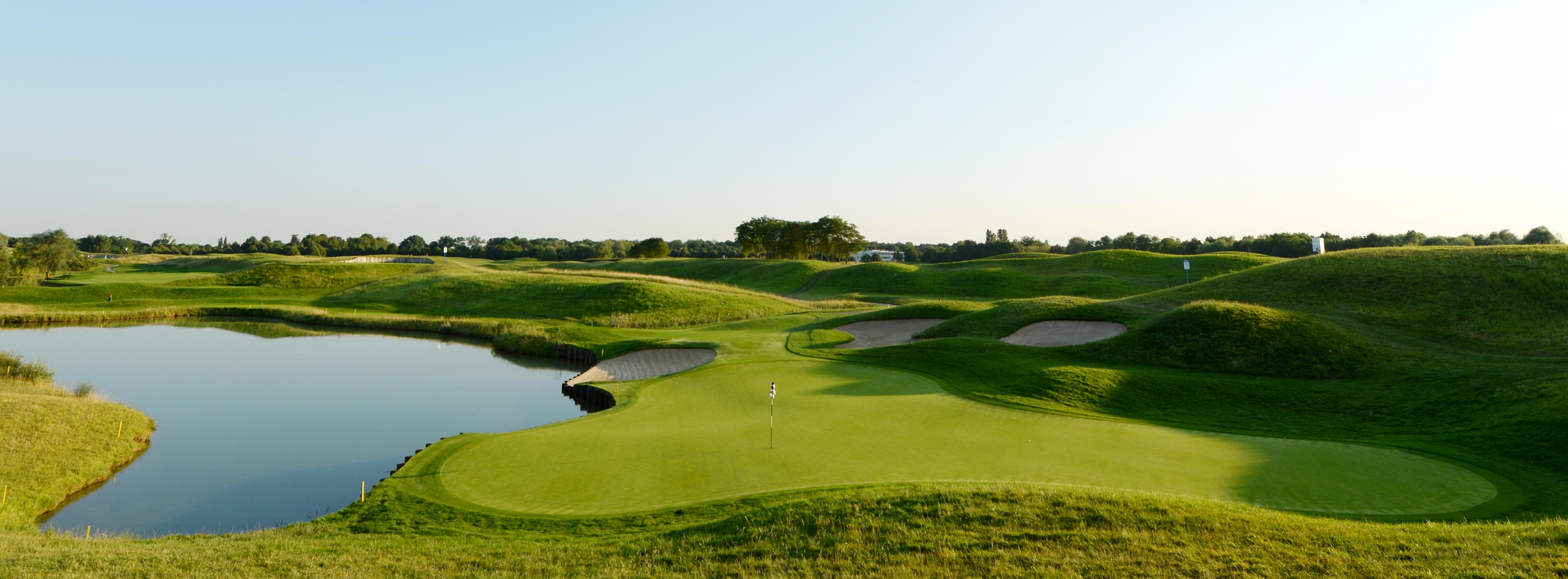 Trou n°16 au Golf National Le Golf National - Millereau - KMS