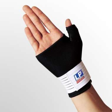 LP #752 NEOPRENE WRIST/THUMB SUPPORT   (MEDIUM)