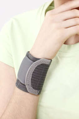 Tynor E-05 Wrist Brace with Double Lock M