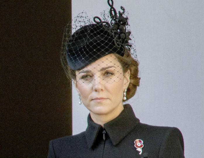 «Какое вам нравится?»: в Сети обсуждают пальто Кейт Миддлтон за последние 5 лет