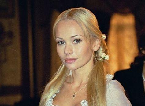 В день рождения Елены Кориковой: как сейчас выглядит главная героиня сериала «Бедная Настя»