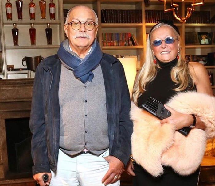 Супруга Никиты Михалкова опубликовала архивное фото со знаменитым свекром