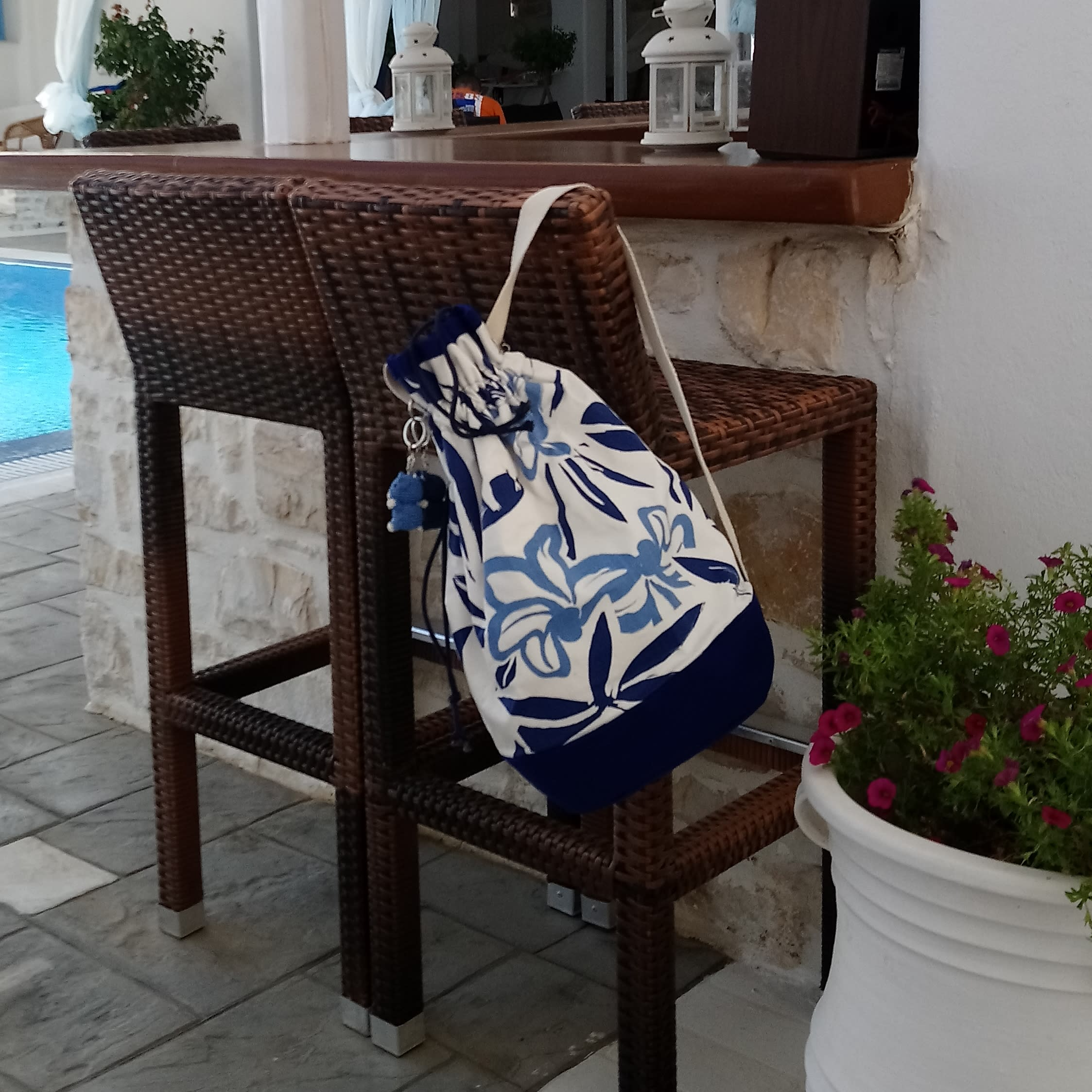 Blue and white shoulder bag with flowers, large bucket bag