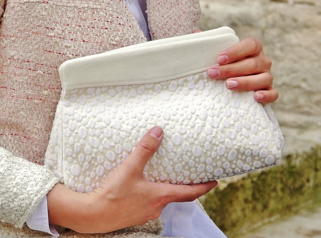 White clutch, Wedding clutch bag. White and ivory brocade purse, feminine, modern, chic and original.