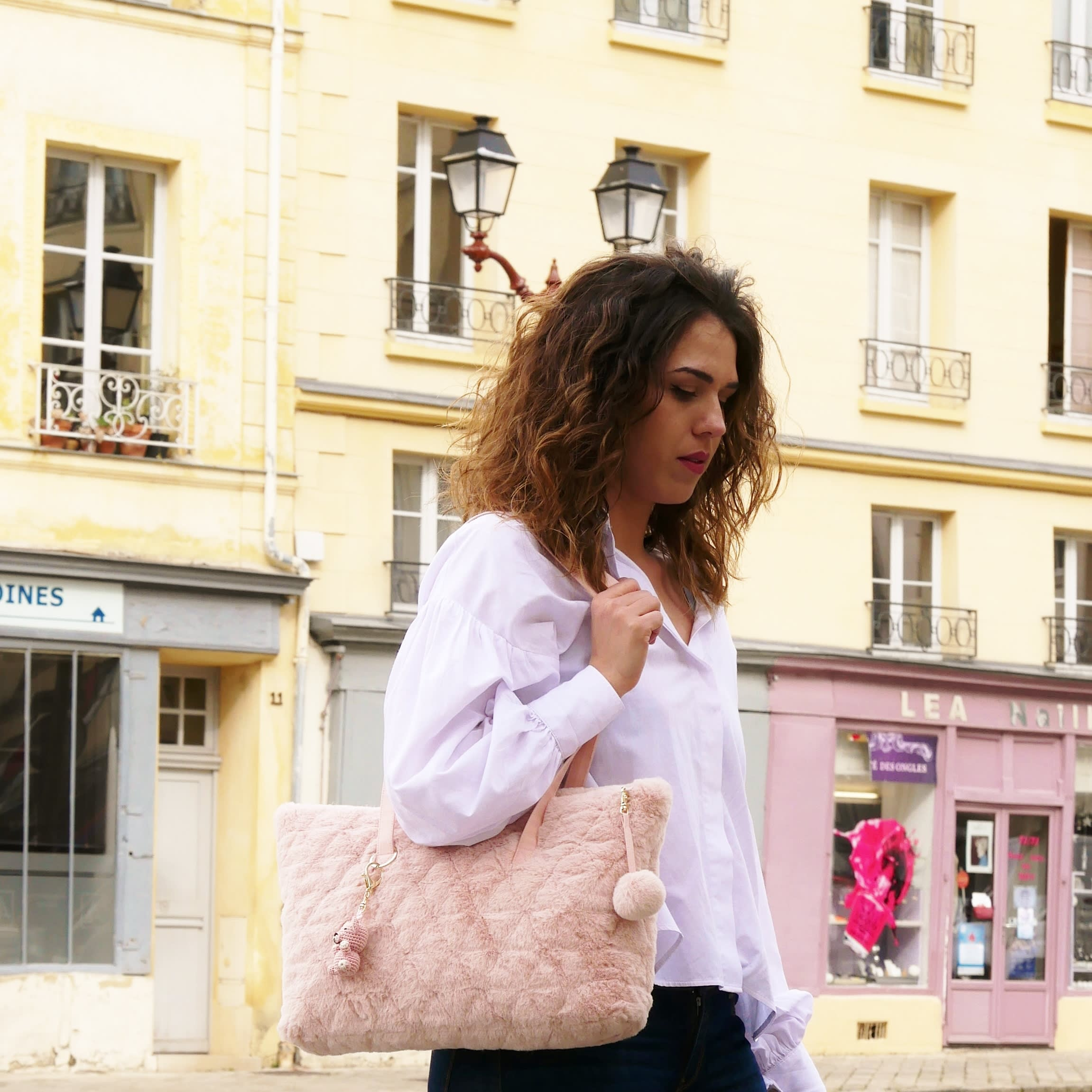 Pink tote bag. Padded faux fur bag closed with a zipper. Long handles bag. Shoulder bag made in France.  Washable luxury shopping bag.