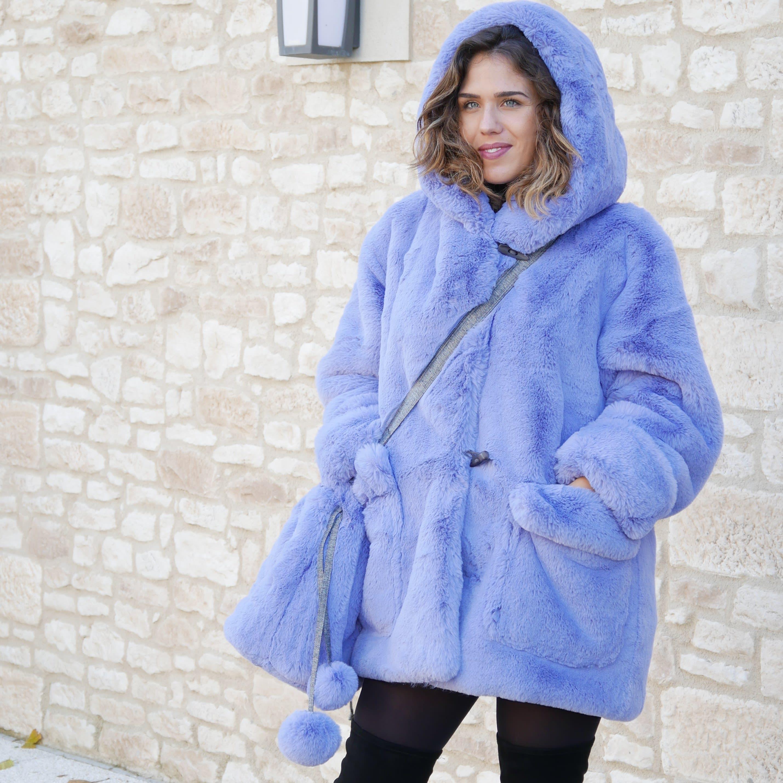 Manteau fourrure avec capuche, Duffle coat en fausse fourrure violet bleu lavande, très chaud chic et lavable.