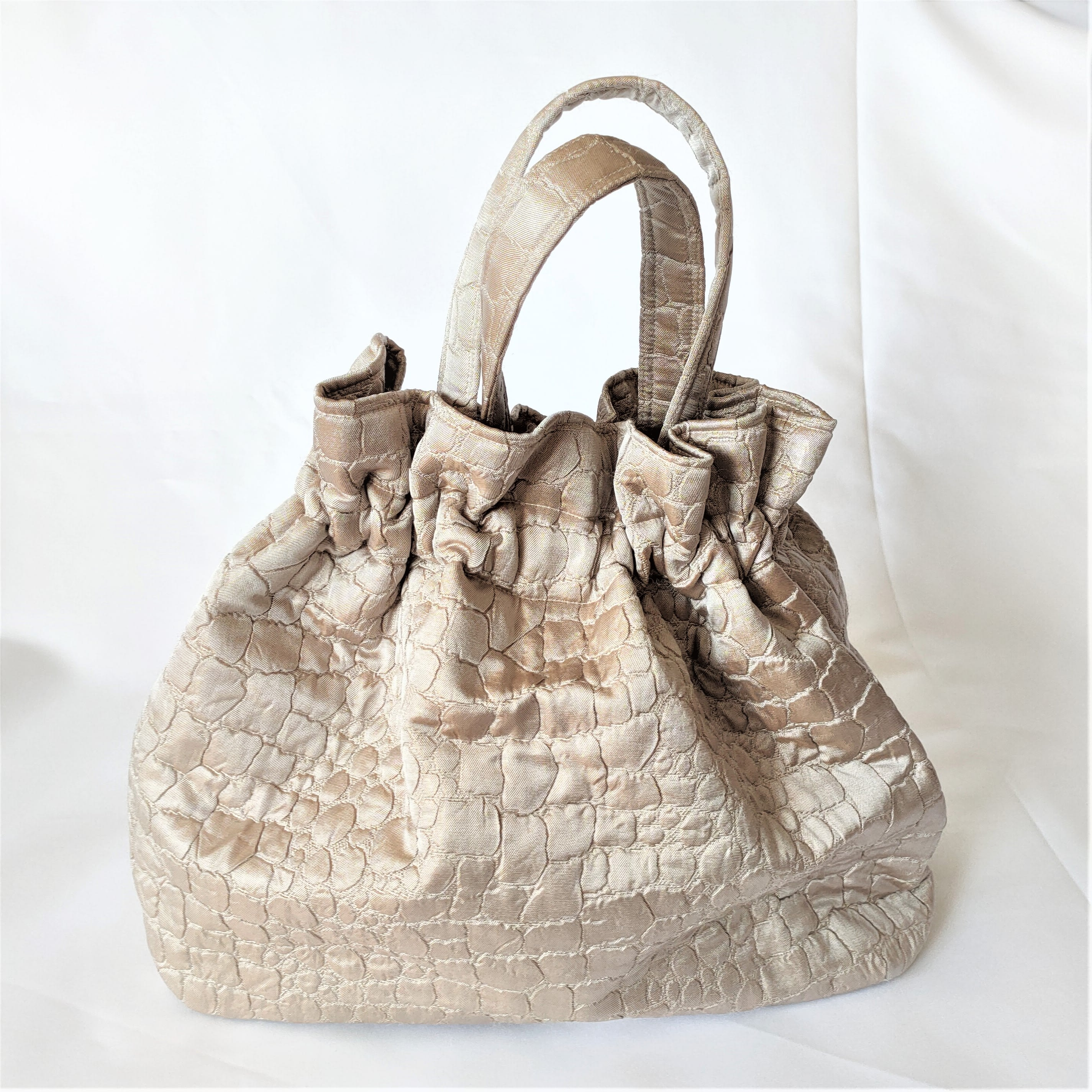 Fifties original beige purse. Crocodile skin design vintage fabric bag with removable chain. Washable, handmade.