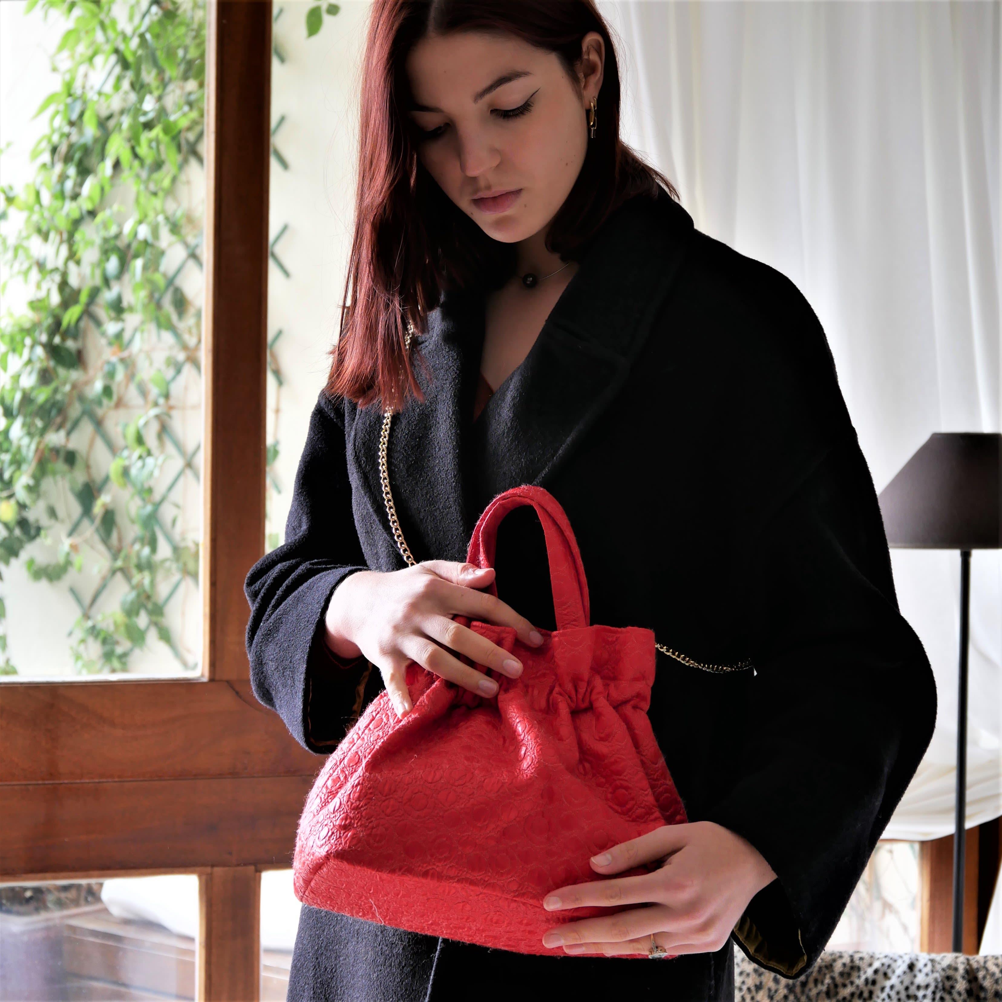 Petit sac à main avec chaîne amovible en tissu vintage style années 50. Sac à main rouge lavable, fait main
