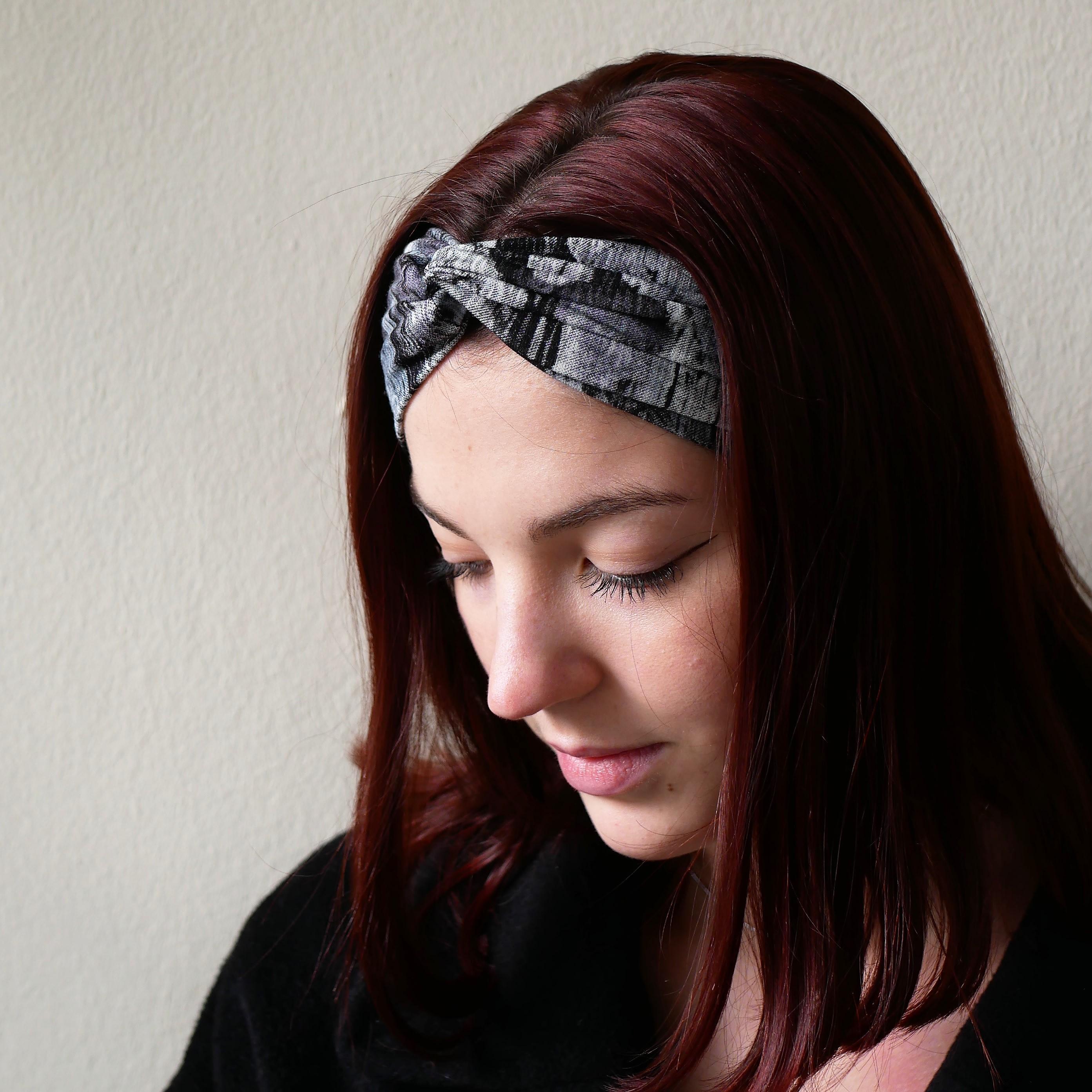 Turban headband made of grey, black, white and a bit of purple fabric. wide headband, boho headband, yoga headband, workout headband