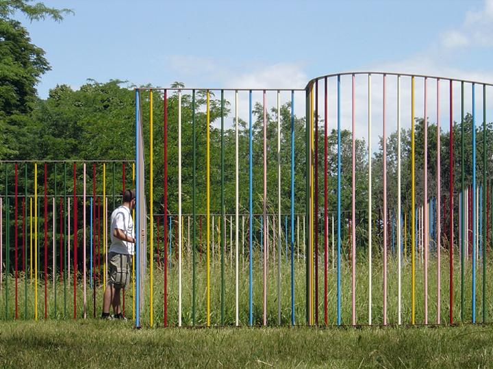 Come se la natura avesse lasciato fuori gli uomini, 2005, alluminio colorato, courtesy Villa Manin Centro d'Arte Contemporanea, via Alberto Garutti