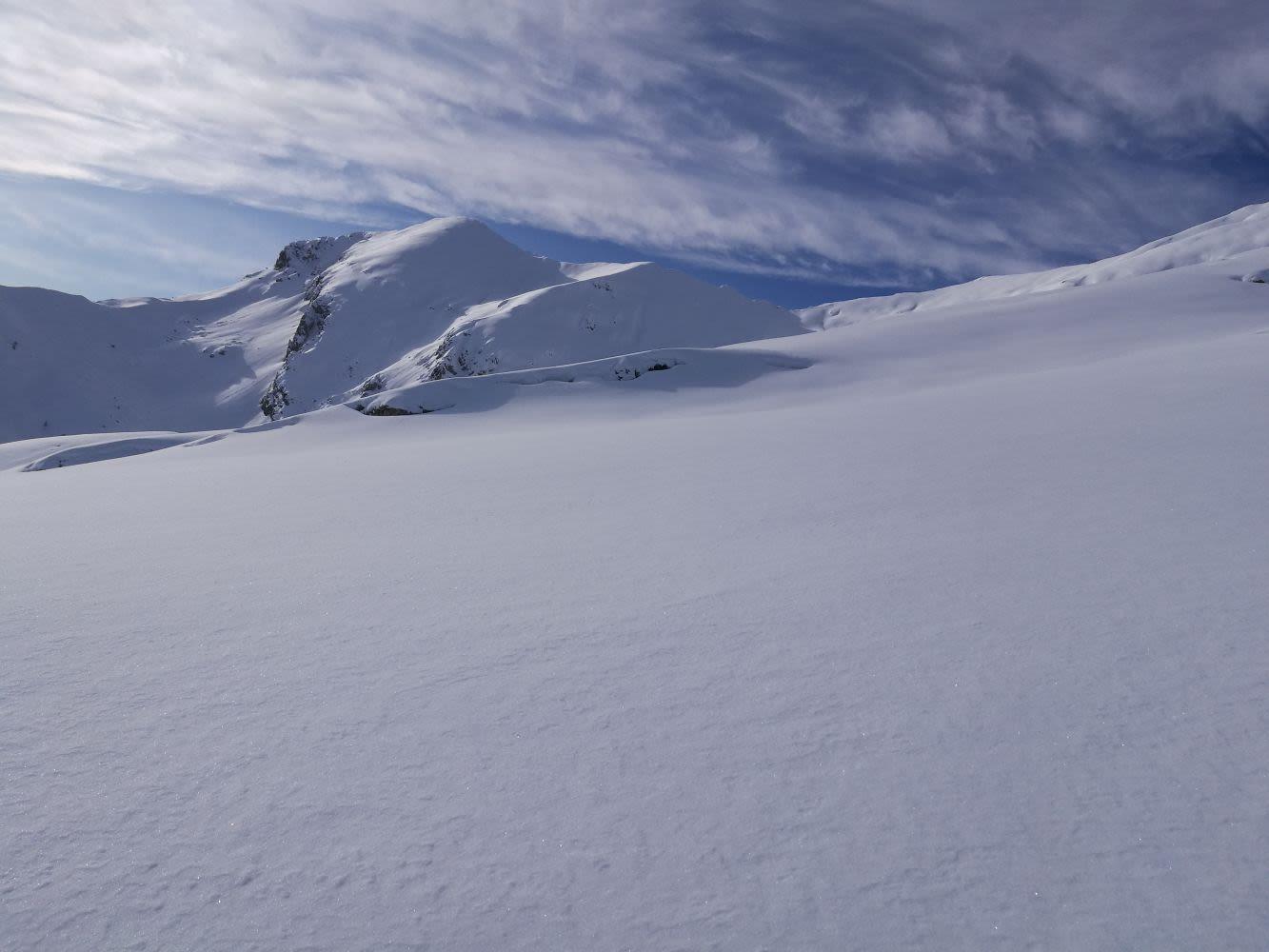 """""""Costruire il silenzio"""" ovvero """"nessun fiocco di neve è mai caduto nel posto sbagliato"""". Una foto che ha fatto Stefano Caggiano lo scorso dicembre sul monte Grigna settentrionale, il """"Grignone"""", durante un'uscita di corsa in montagna – quello che gli manca di più."""