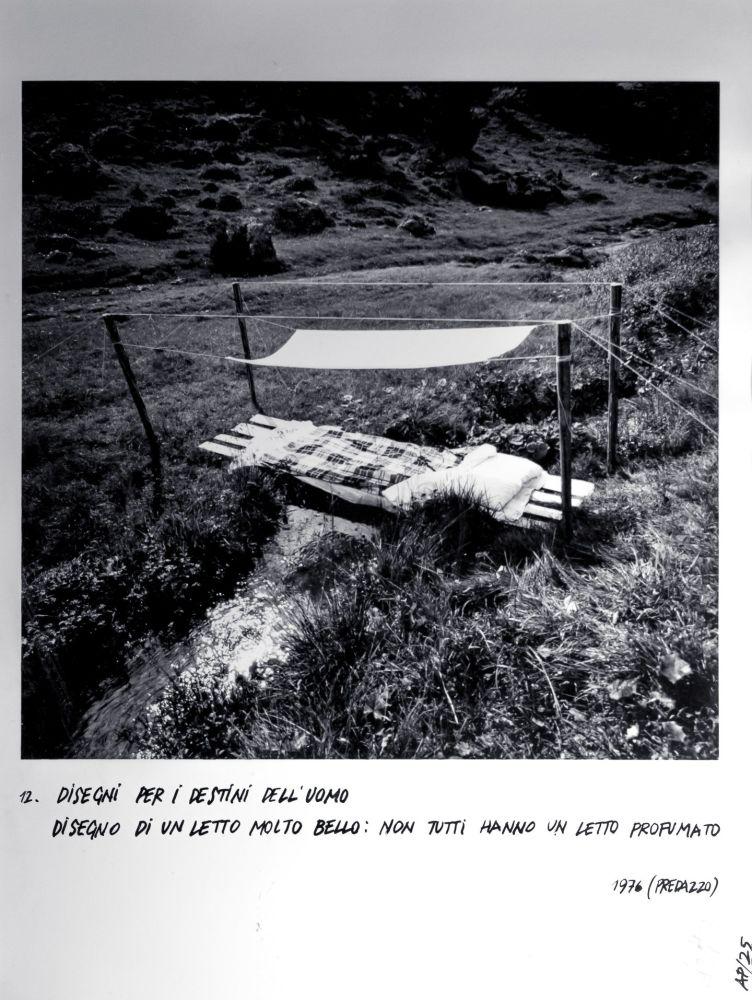 Ettore Sottsass, Disegni per i destini dell'uomo - 12, Disegno di un letto molto bello: non tutti hanno un letto profumato, 1976 (Predazzo)