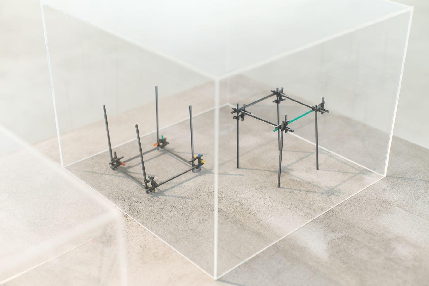 """Leonardo Mosso, Strutture, 1987, Sistema strutturale a giunto elastico """"Laura"""" (1970), Elementi modulari in materie plastiche policrome, giunti in neoprene, 10 x 14 x 14 cm"""