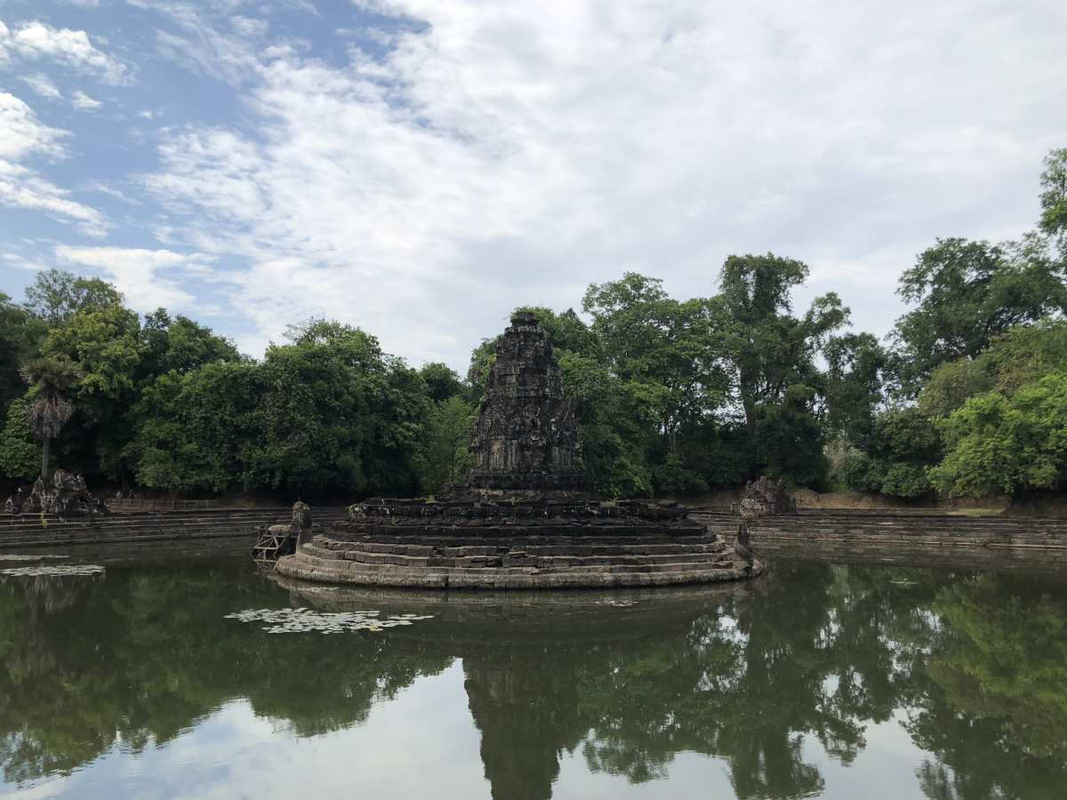 The island temple Neak Pean