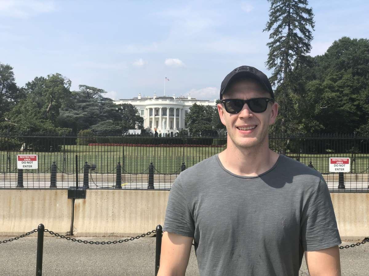 Karl outside the White House