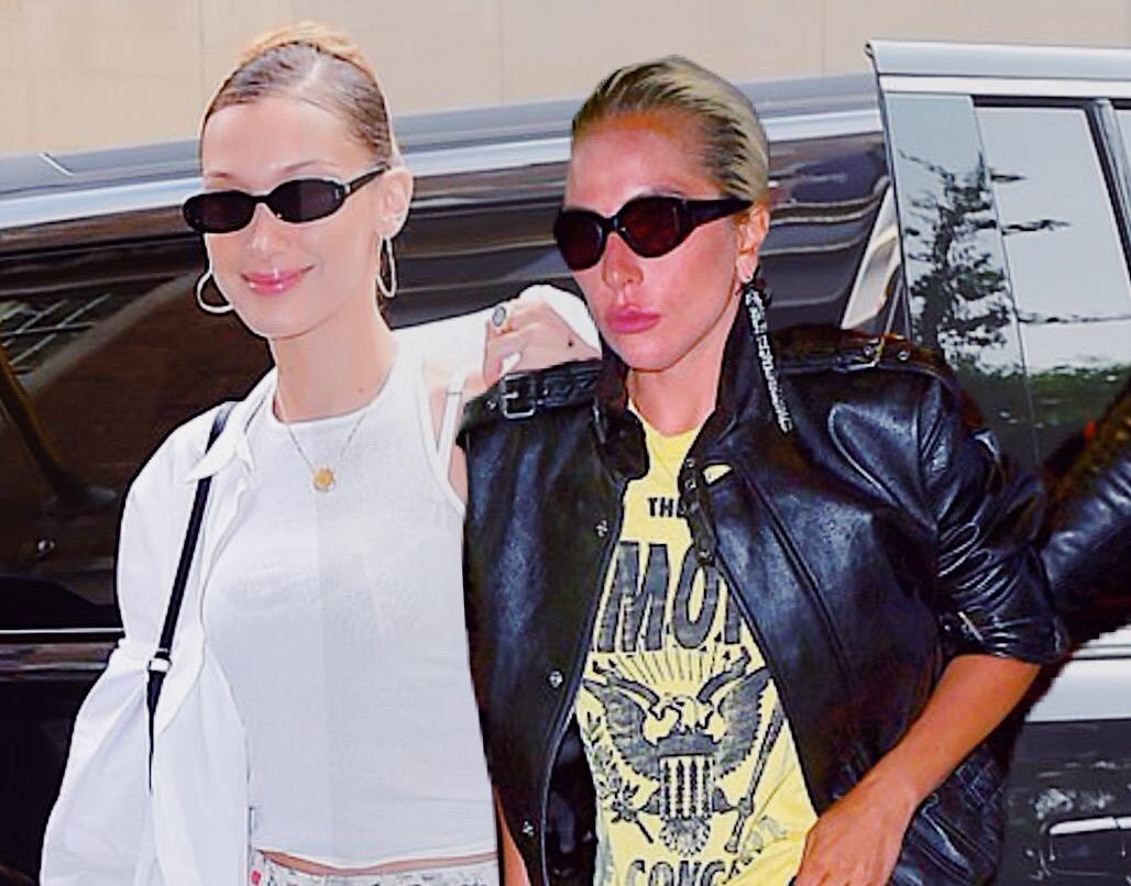 Подготовка вовсю: Леди Гага и Белла Хадид на примерке перед Met Gala