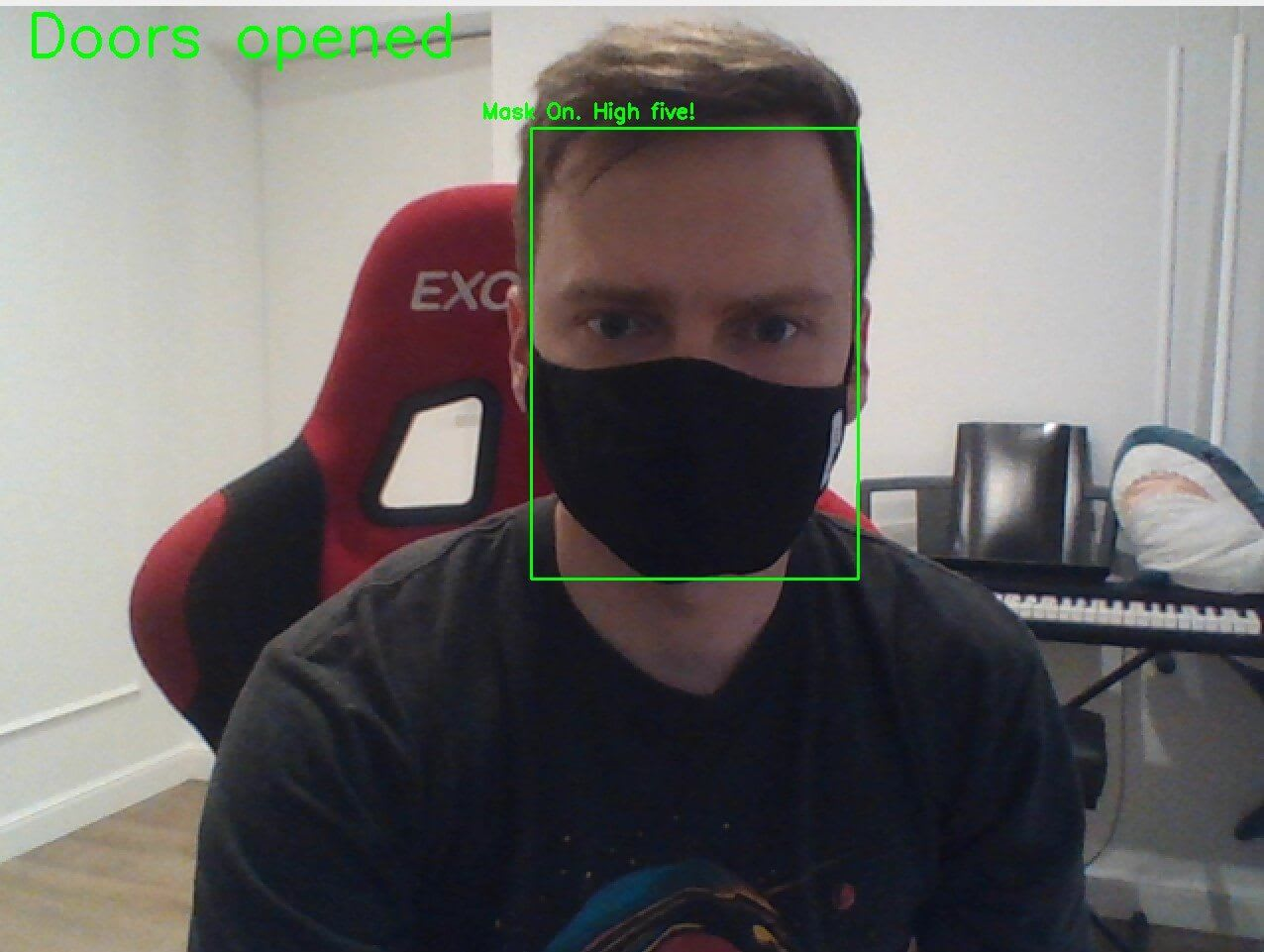 A picture of Piotr with his mask on and the algorithm successfully detecting it