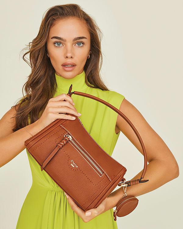 Model holding the Dallas bag