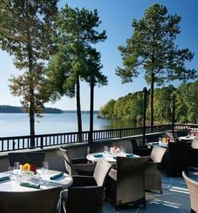 Al fresco dining is a popular feature at the Ritz-Carlton Reynolds Plantation on Lake Oconee.