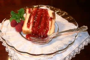 Grilled pound cake with reasberry sauce
