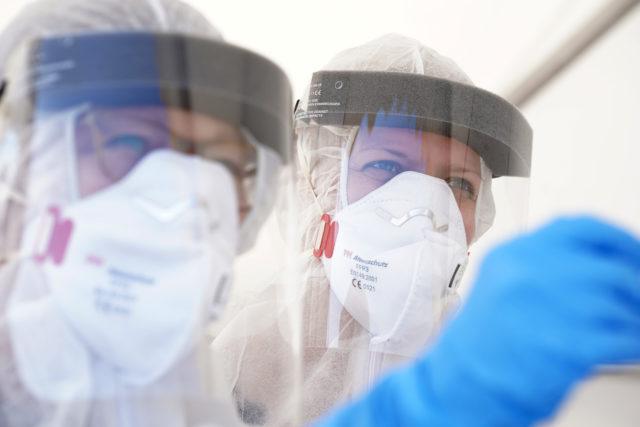 25 мая и коронавирус: больше 5,5 миллионов зараженных, Трамп пожертвовал свою зарплату на борьбу с коронавирусом, Бразилия вышла на первое место по количеству смертей за сутки