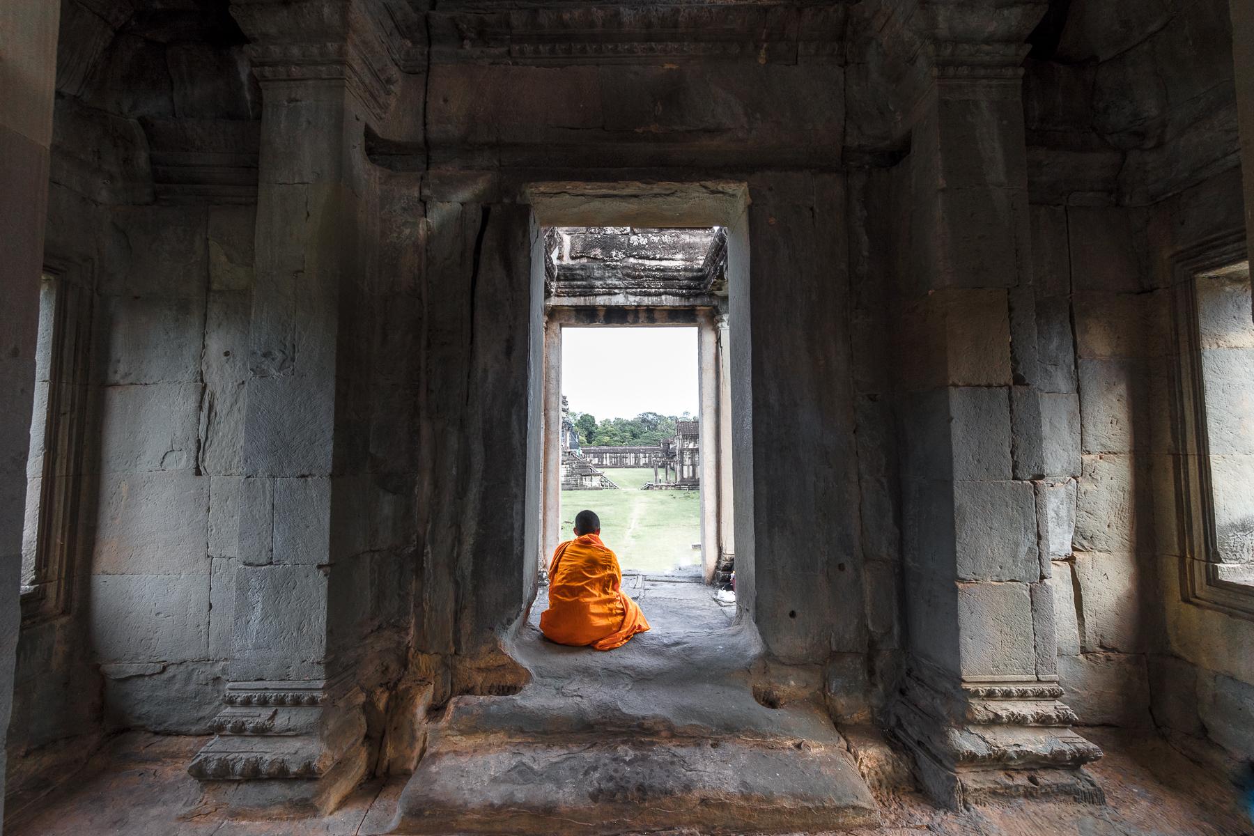 Watching the tourists at Angkor Wat