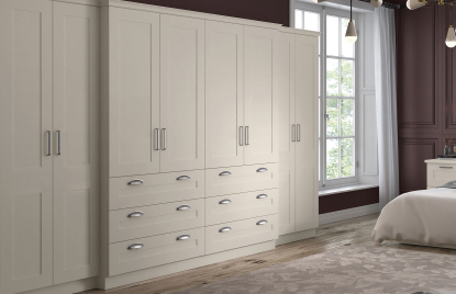 Shaker Warsaw bedroom in Hornschurch Ivory finish