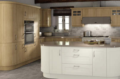 Shaker Cologne kitchen doors in Pure White and Trojan Oak