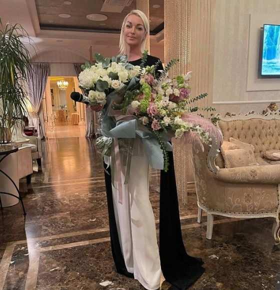 Новый возлюбленный Анастасии Волочковой оказался сотрудником РЖД