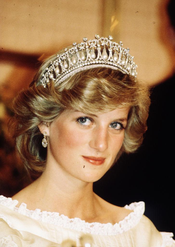Дворецкий принцессы Дианы рассказал, как она выбрала «платье мести», покорившее весь мир