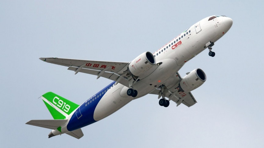 China's Boeing and Airbus Competitor COMAC Signs First Commercial Contract