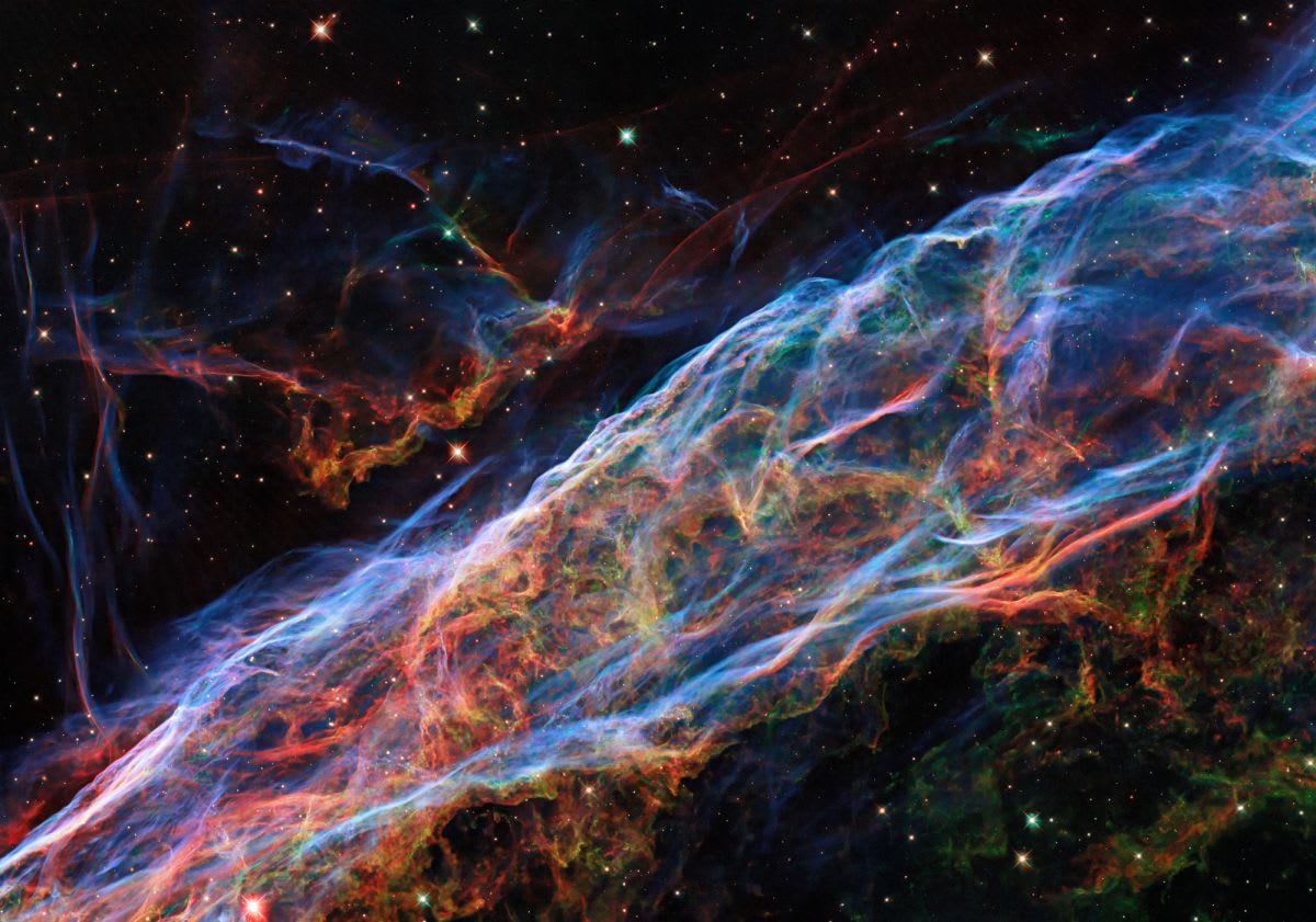 Hubble telescope reveals a gorgeous, detailed new view of the Veil Nebula