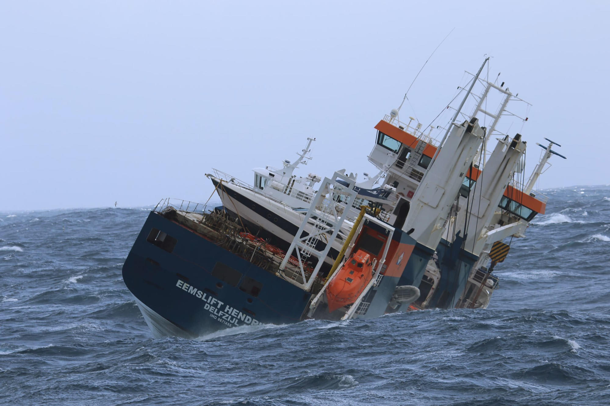 Salvage crews secure drifting Dutch cargo ship off Norway
