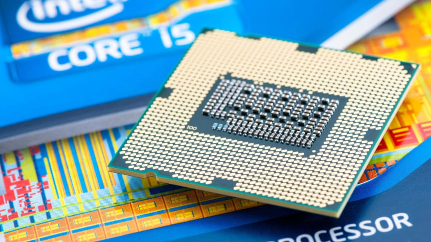 Intel Contemplates Producing Chips for Struggling Automakers