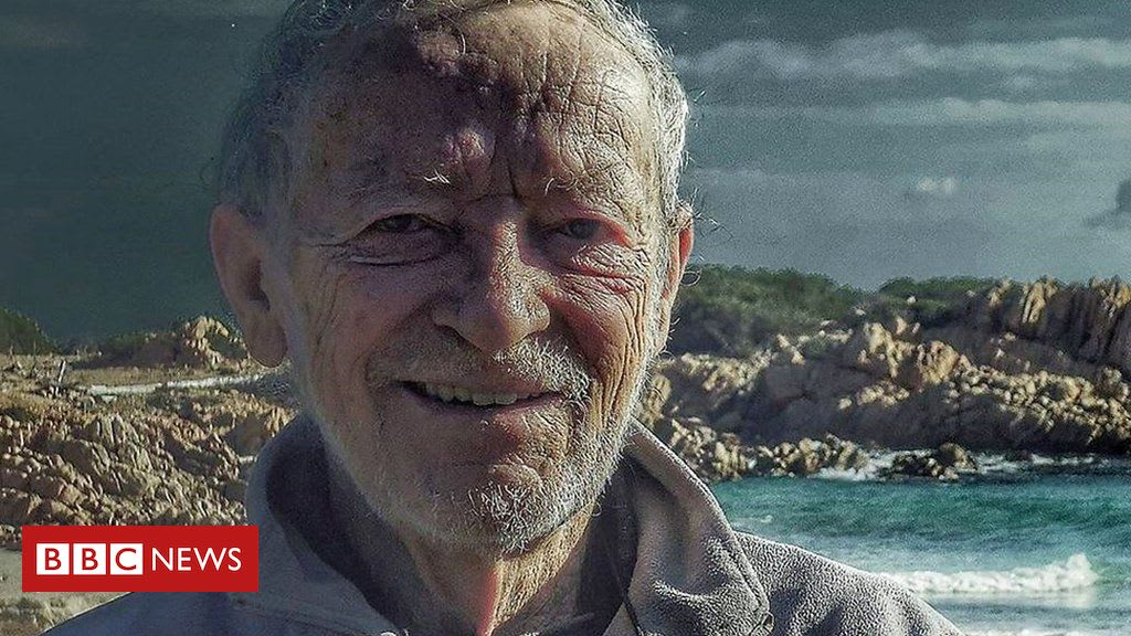 Man living alone on Italian island to leave after 32 years