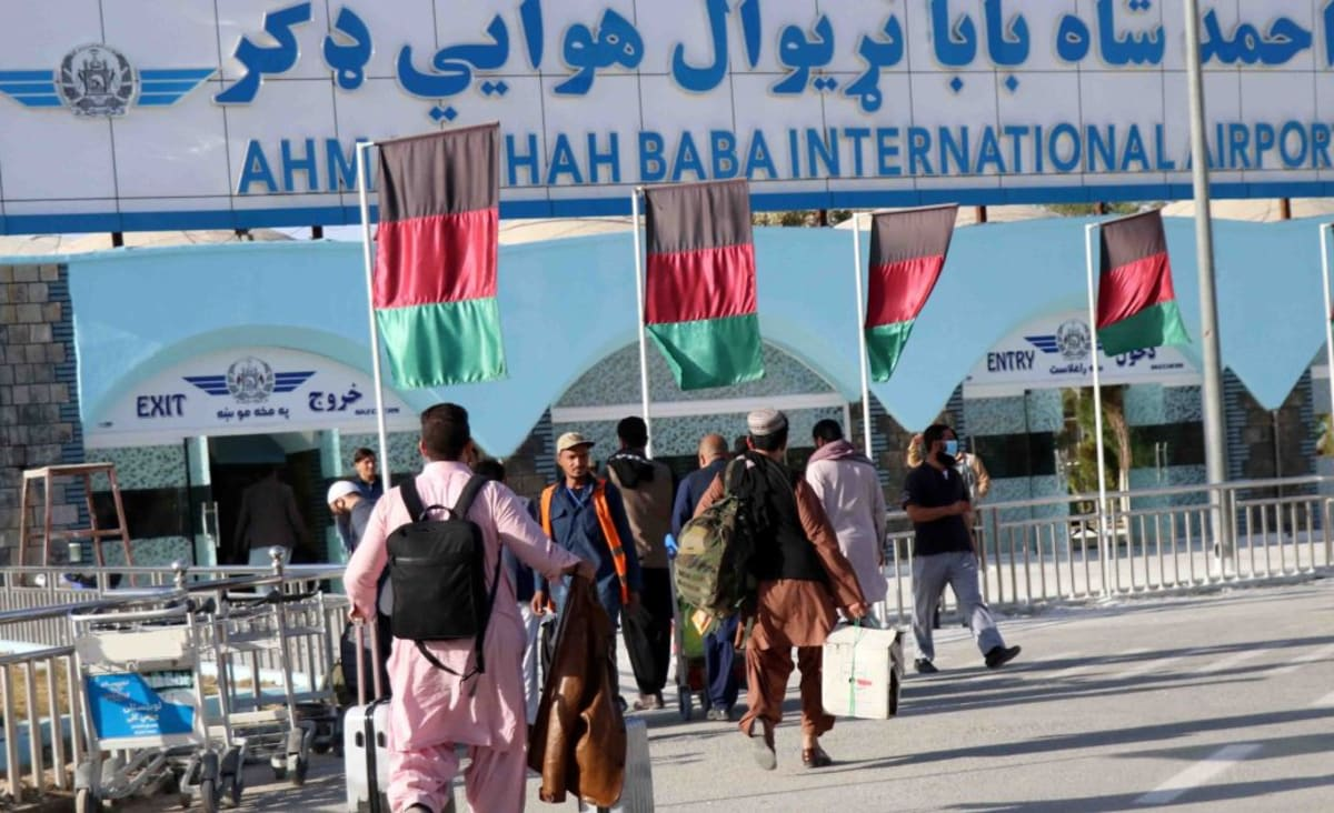 Kandahar airport hit by rocket fire as Afghanistan fighting rages