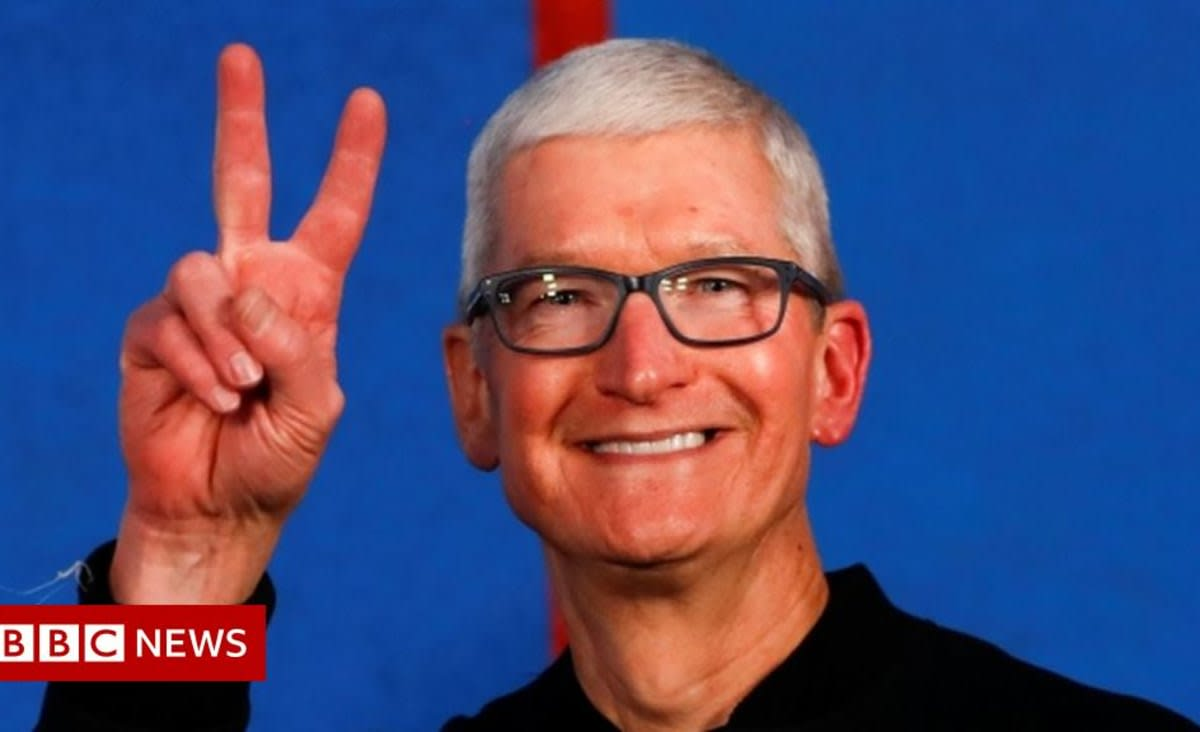 Apple chief executive Tim Cook gets $750m payout