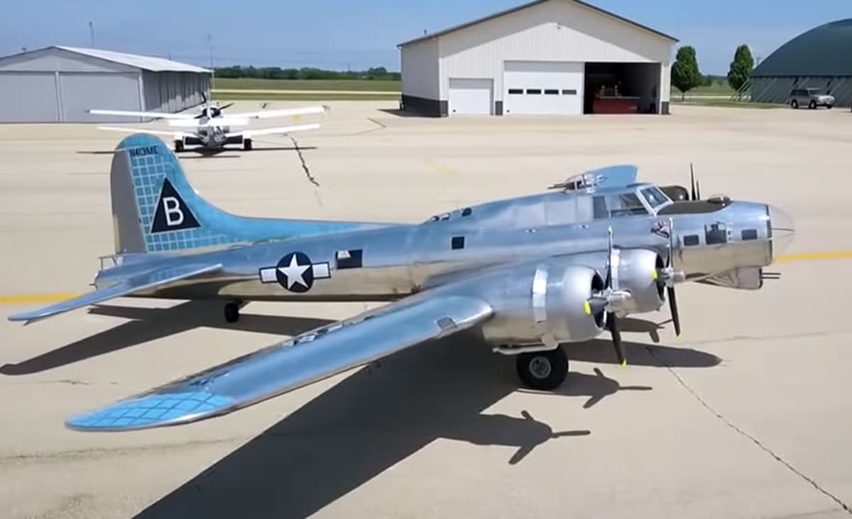 A Pilot Spent 17 Years Building a 1:3 Scale Replica of the B-17 Flying Fortress Bomber—and Yes, It Flies
