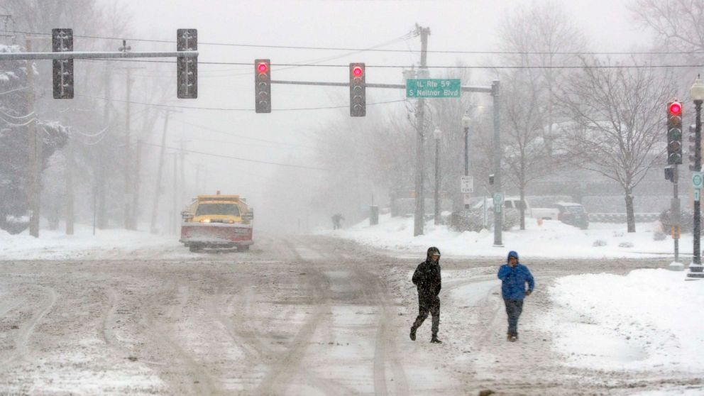 Western storm moving east with heavy snow from Chicago to New York