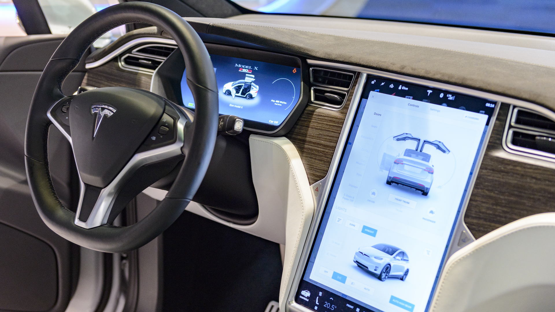 Tesla Bows to NHTSA Pressure, Recalls 135,000 Cars Over 'Inevitable' Touchscreen Failure