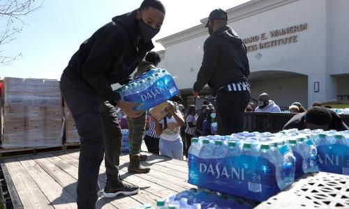 Texans rally to help neighbors amid big freeze as officials are caught cold